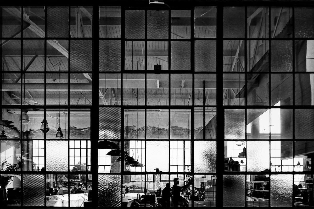 katerina_christina-street_photography-big-window